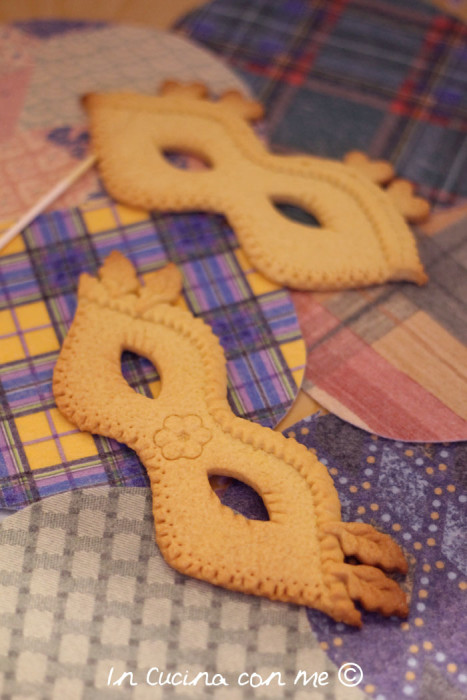 Maschere di carnevale in biscotto