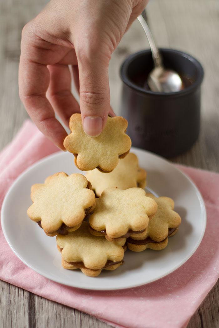 biscotti farciti al caramello salato
