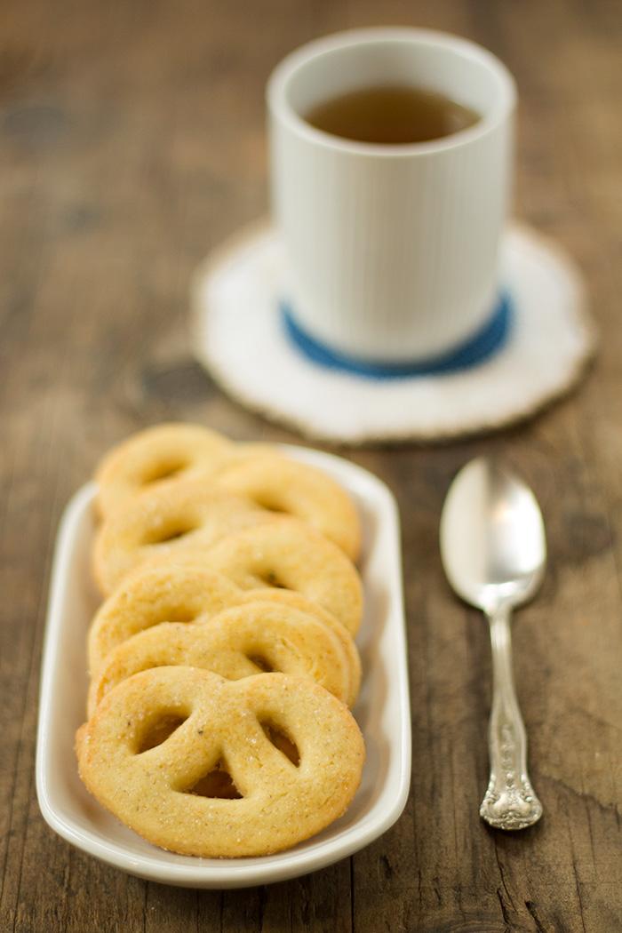 Biscotti danesi al burro con tè