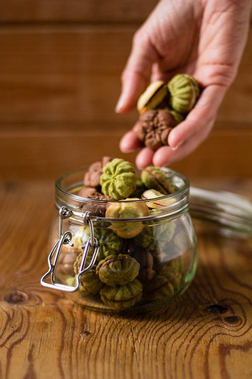 Pasticcini di frolla montata alla vaniglia, cacao e tè matcha