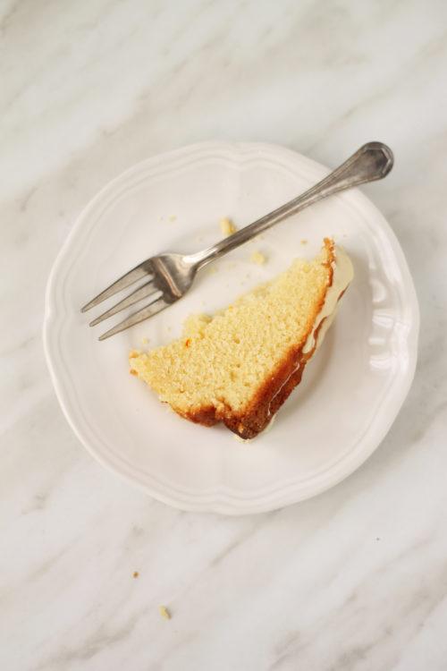 Fetta di torta allo zafferano