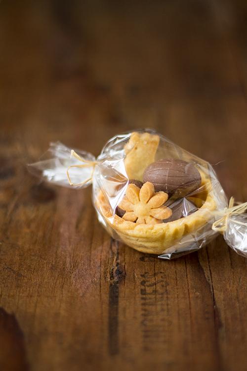 Cestino di pasta frolla con biscotti e dovetti di cioccolato - In Cucina con Me