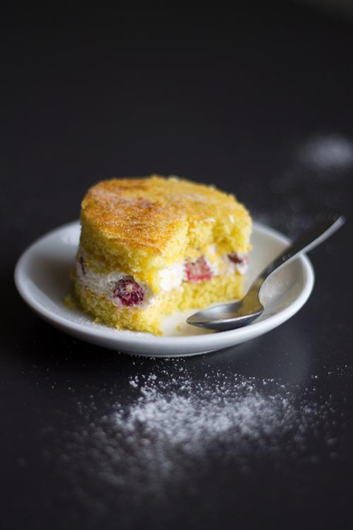 Cheesecake morbida alla fragole e fragole di bosco