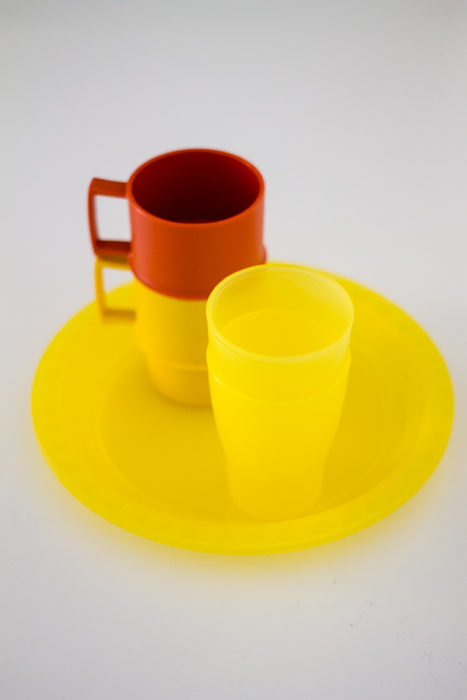 Piatti, tazze e bicchieri di plastica riutilizzabili