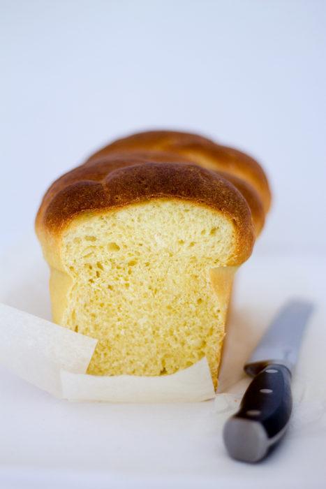 Pan brioche intrecciato con pasta madre