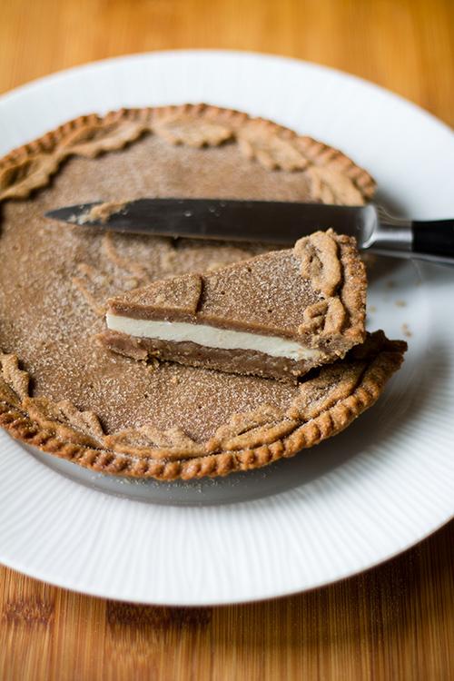 Crostata con farina di castagne, ripiena di ricotta fresca e confettura di castagne