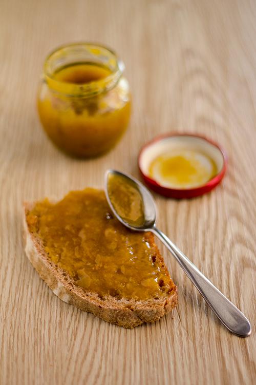 Pane e confettura di susine San Giovanni