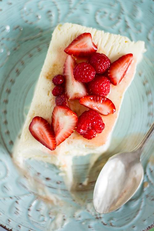 Semifreddo alla vaniglia con frutti rossi